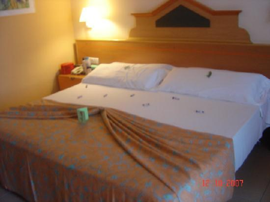 biggest bed ever seen picture of iberostar fuerteventura hotel gale 243 n entrada picture of hotel galeon sitges