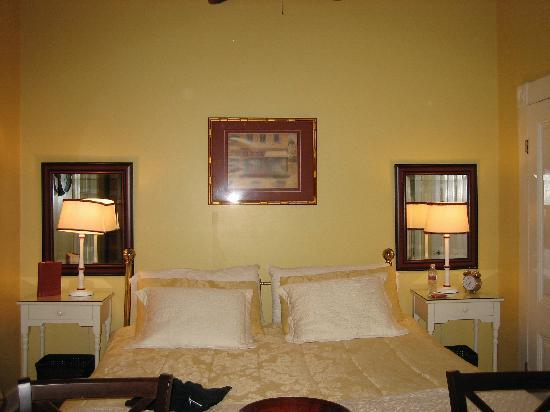 Country House Inn: Bed