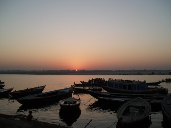 Varanasi, Inde : Sunset at 6.30am