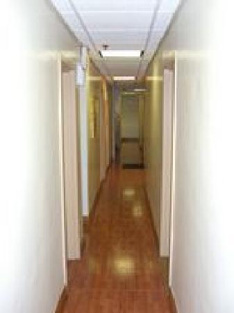 The Amsterdam Inn: Hallway 2nd Floor