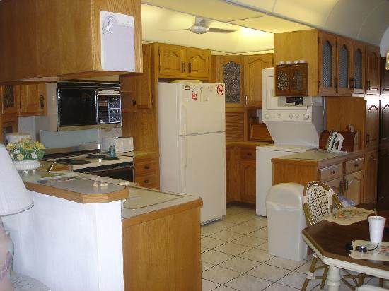 Deerfield Buccaneer Resort Apartments: kitchen unit 7