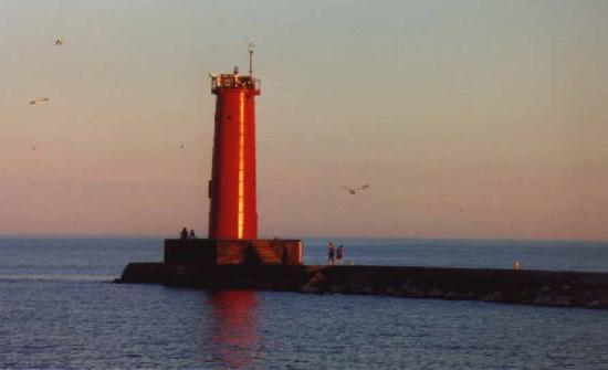 Sheboygan Breakwater Lighthouse - Attractions/Entertainment - WI, United States