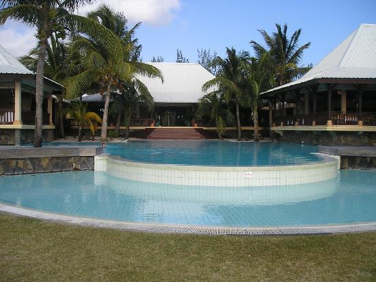 LUX Le Morne: View of the pool area