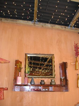 Gibela Backpackers Lodge: wonderful decoration in the dining-room