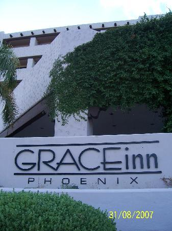 Grace Inn Phoenix: Facade