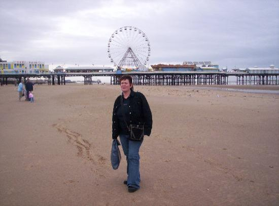 McHalls Hotel: fun on blackpool beach