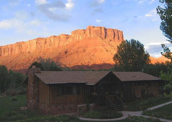 Castle Valley Inn : Late afternoon view from Hovenweep deck