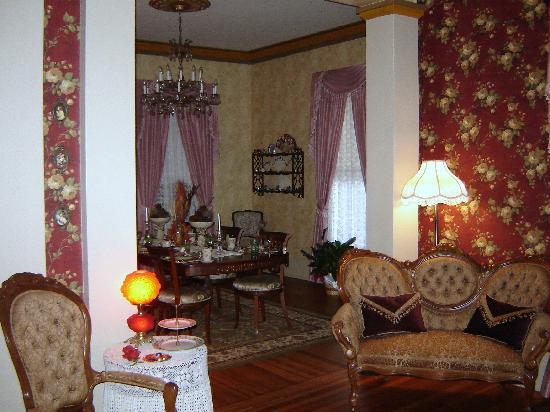 Benefield House Bed & Breakfast: Dining Room