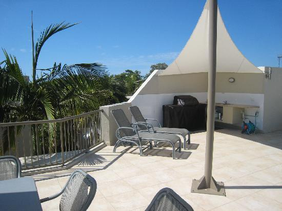 Noosa Tropicana: Penthouse upstairs deck w/out spa