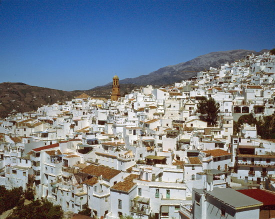 Torrox, Spanien: weisses Dorf (Torox) in den Bergen