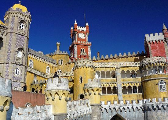 http://media-cdn.tripadvisor.com/media/photo-s/01/08/44/89/a-sunny-day-in-sintra.jpg