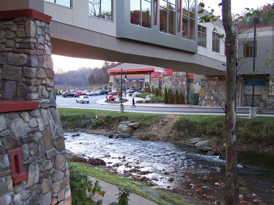 Harrah&#39;s Cherokee Casino &amp; Hotel: Exterior of walkway from hotel to casino
