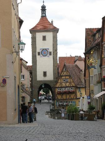 http://media-cdn.tripadvisor.com/media/photo-s/01/08/58/41/side-street-in-rothenburg.jpg