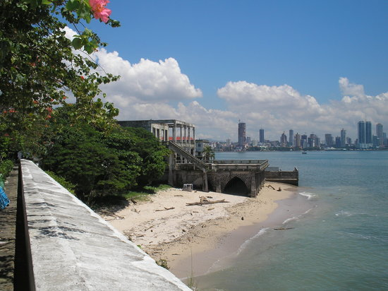 Farallon (Playa Blanca), Panama/Panam: casco viejo overlooking modern city.