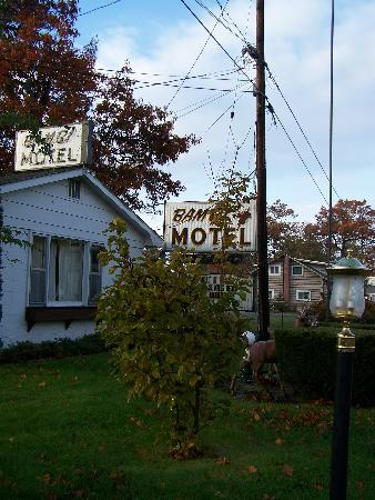 Bambi Motel: Bambi sign