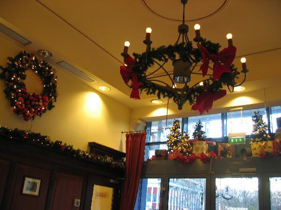 http://media-cdn.tripadvisor.com/media/photo-s/01/08/7b/97/breakfast-room-xmas-decoration.jpg