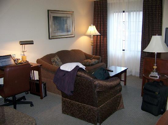 Staybridge Suites Kalamazoo: The Living Room
