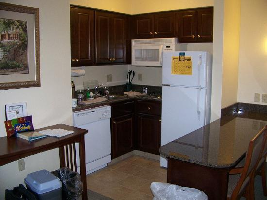 Staybridge Suites Kalamazoo: The Adorable Kitchen