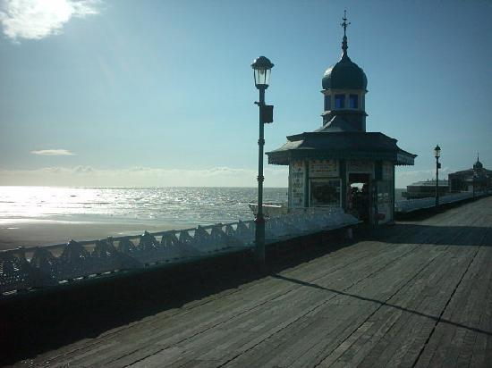 Fern Villa Guest House: Blackpool North Pier