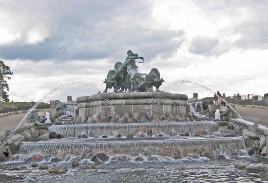 http://media-cdn.tripadvisor.com/media/photo-s/01/08/b1/fc/gefion-fountain-copenhagen.jpg
