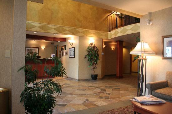 BEST WESTERN PLUS Calgary Centre Inn: Lobby