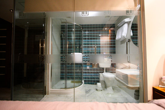 JJ Hotel: The Infamous Glass-Walled Bathroom
