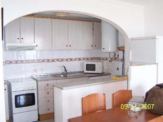Kitchenette picture of riviera beach apartments pilar for Modelos de muebles de cocina pequenas