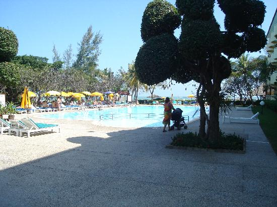 Cha-am, Thailand: poolside