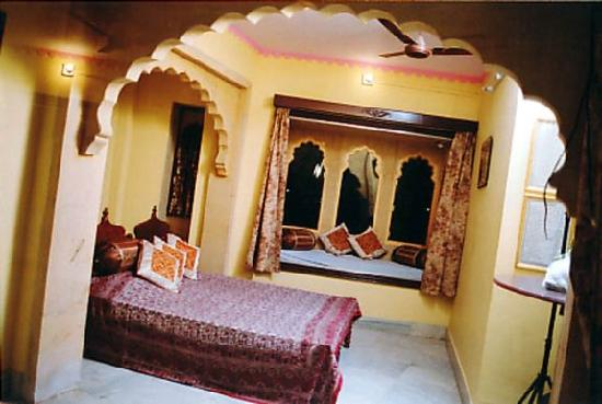 Beautifully decorated Rooms - Picture of Hotel Haveli Jodhpur