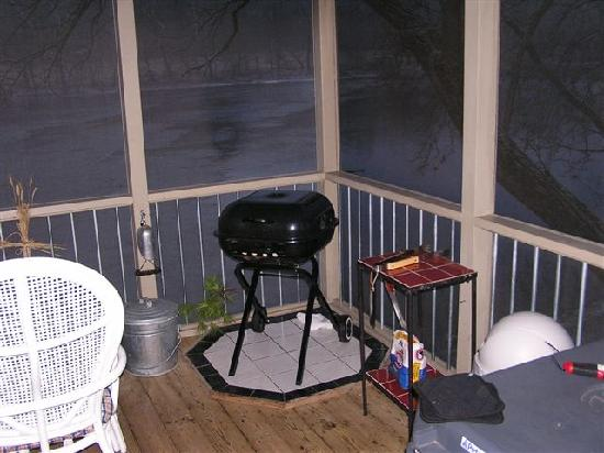 New River Retreat: grill