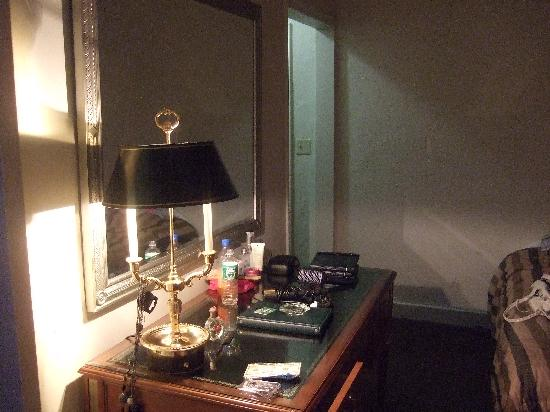 Inside the room picture of hotel pennsylvania new york for Pennsylvania hotel new york haunted
