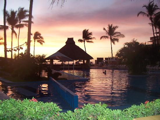 Villas Vallarta by Canto del Sol: Sunset view from restaurant