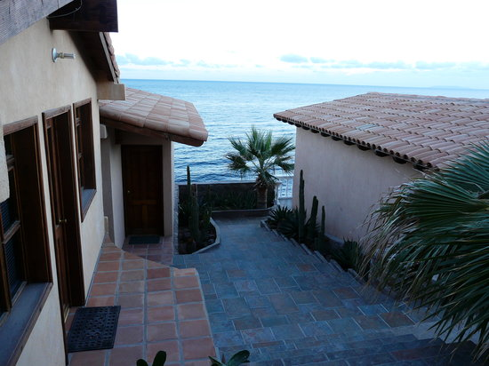 Las Casitas Hotel: View between units