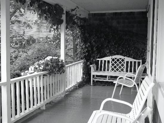 Marginal Way House and Motel : Wharf House Porch 