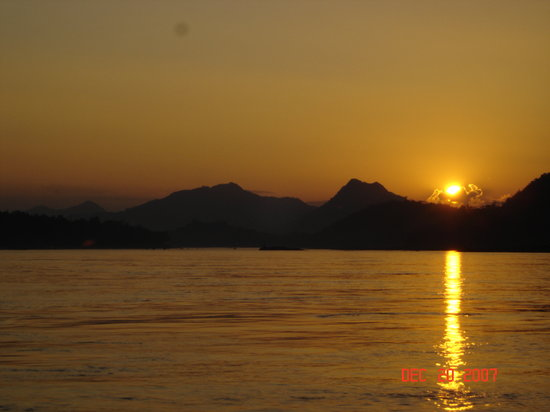 Луангпхабанг, Лаос: Sunset on the Mekong