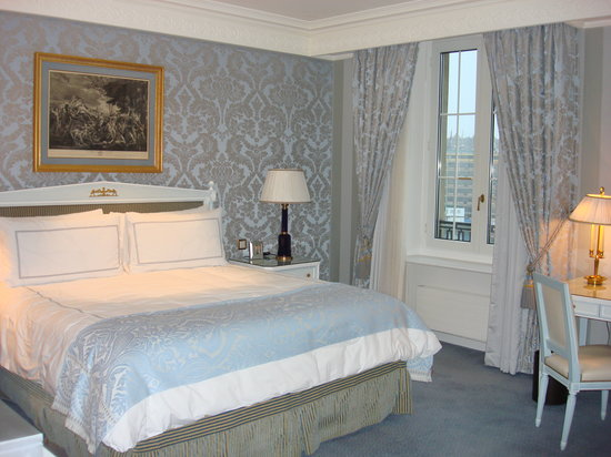 Four Seasons Hotel des Bergues Geneva: Room 1 w/ King Bed.