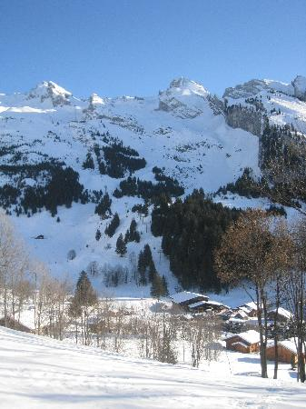 Hotel Floralp Chalet: Ski country around La Clusaz