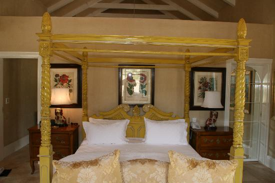 La Residence: Beautiful Bed