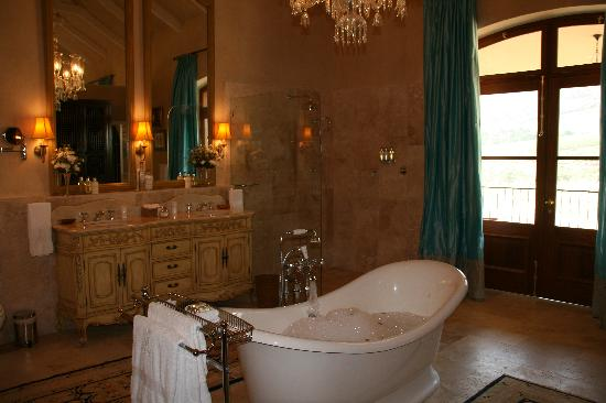 La Residence: The bathroom!!