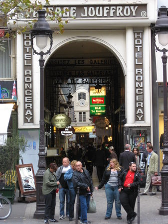 Hotel Chopin: hotel in the middle of Passage Jouffroy