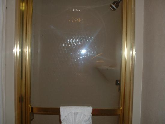 Sleep Inn: Shower room