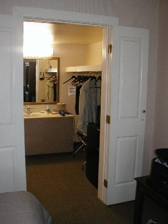 Palm Garden Hotel: Bathroom located behind double doors, sink outside of bathroom
