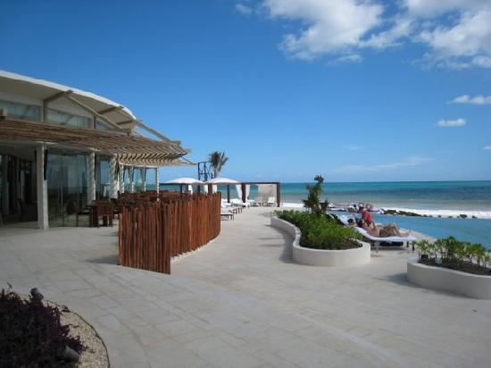 beach, restaurant on left