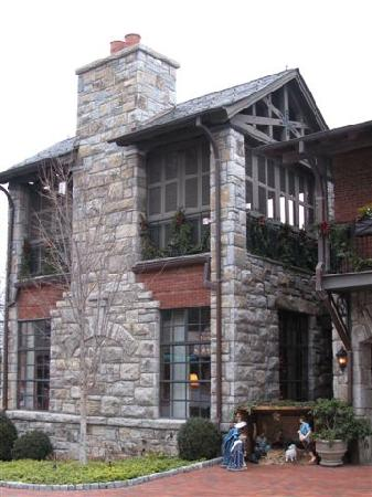 Old Edwards Inn and Spa: Rooftop is an outdoor gathering spot with fireplace and patio furniture