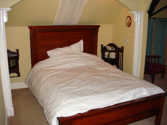 Old Manor House Hotel: Bedroom
