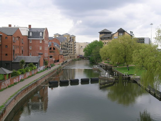Ρέντινγκ, UK: River Kennet near Reading town centre