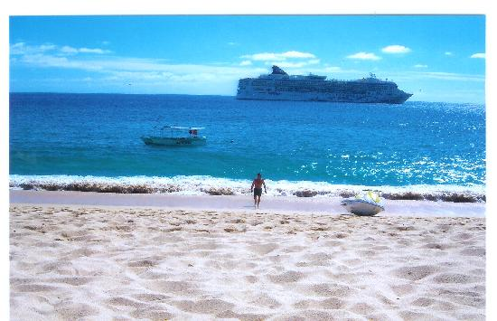hotel beach with wonderful views of the cruise ships coming in. Black Bedroom Furniture Sets. Home Design Ideas