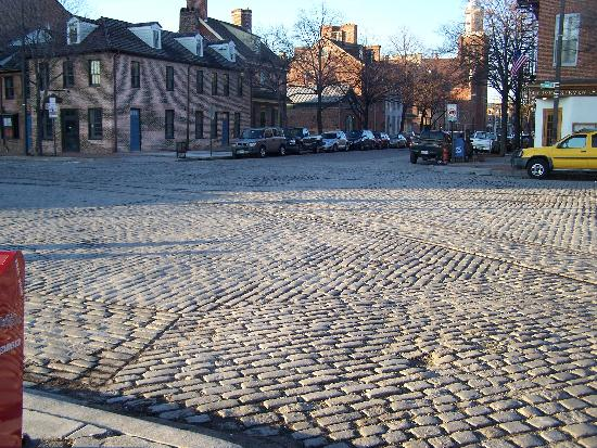 Inn at Henderson's Wharf: Cobblestone street right down from the hotel in Fells Point