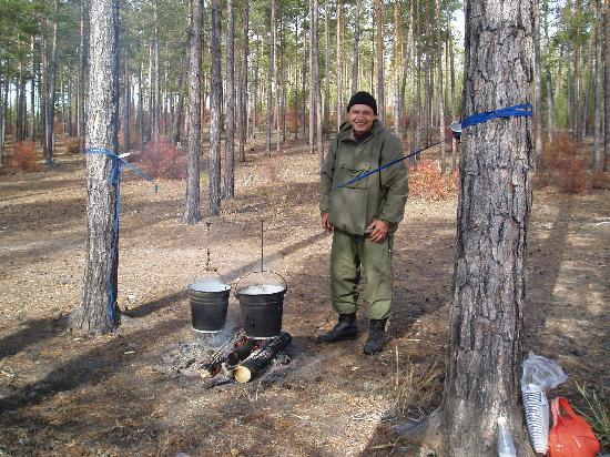 Sibérie, Russie : Fresh tea in the great outdoors!