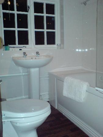 Crown Inn: Bathroom in a superior class room (room 1)